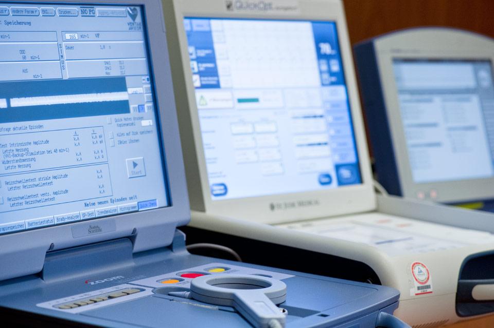 Kontrolle automatischer Defibrillatoren